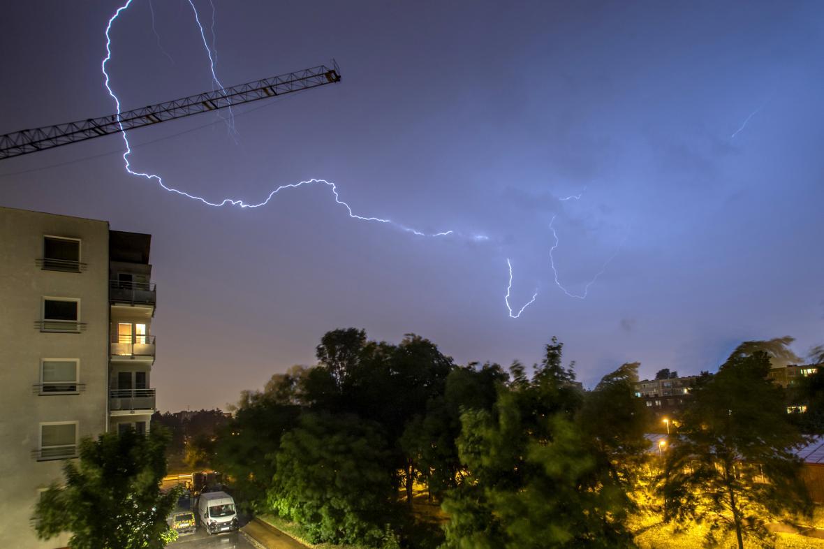 Následky bouřek se silným větrem, které zasáhly území České republiky v noci na 30. června 2021