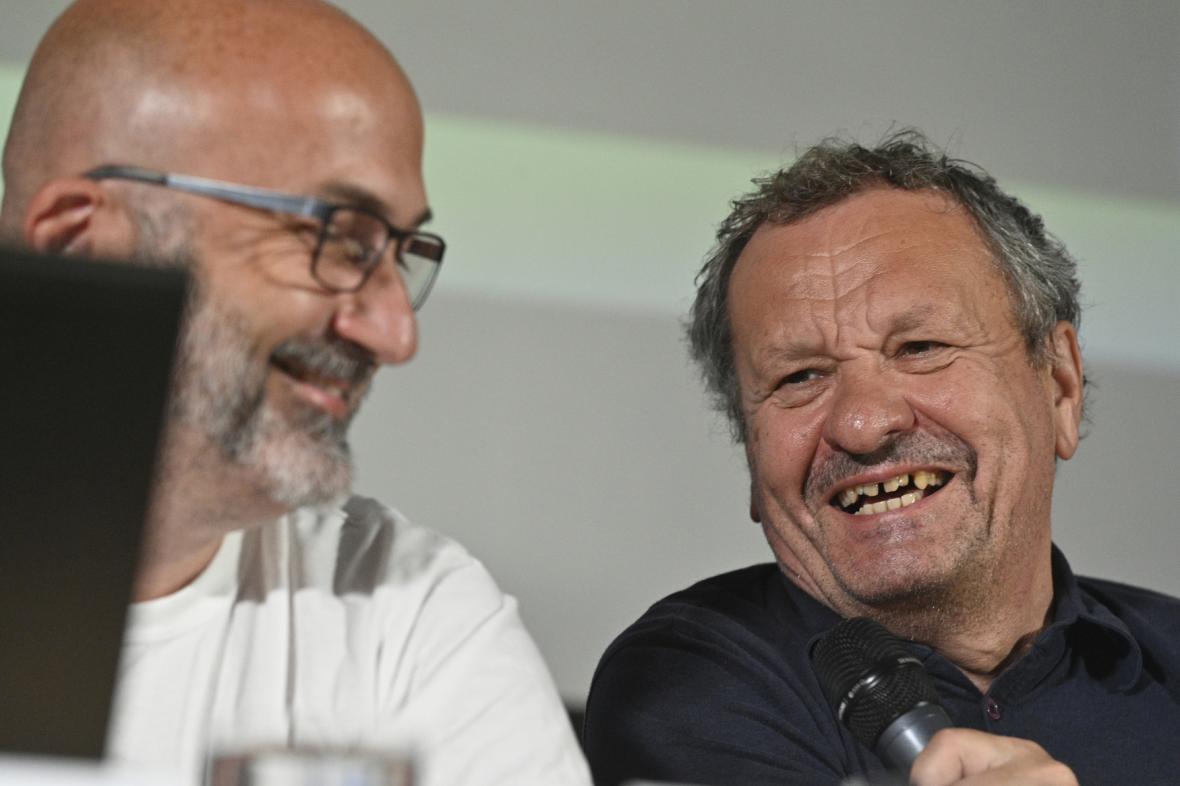 Dramaturg festivalu Jaroslav Sedláček s Miroslavem Krobotem