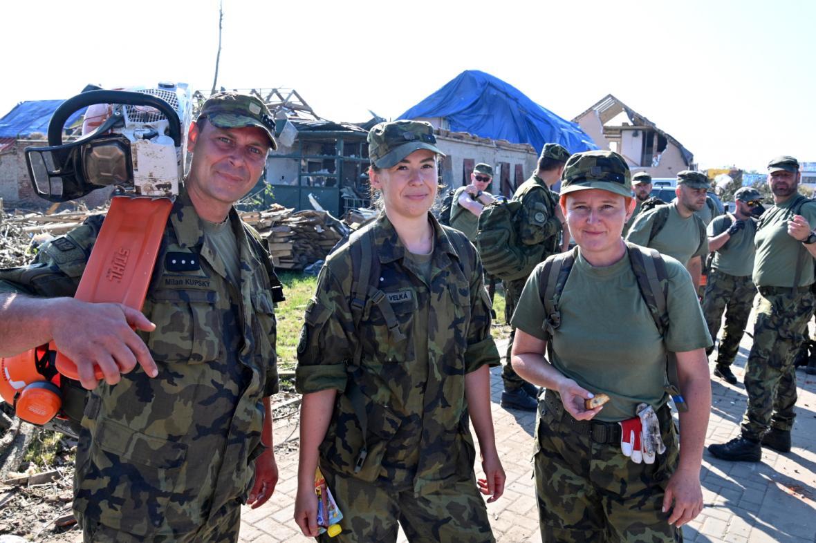 Vojáci v obci Hrušky