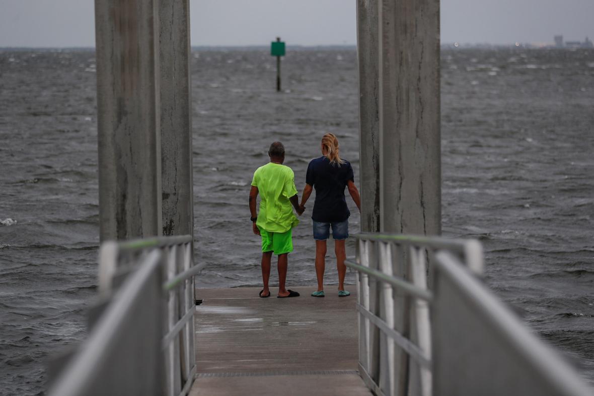 K floridskému pobřeží se blíží hurikán Elsa