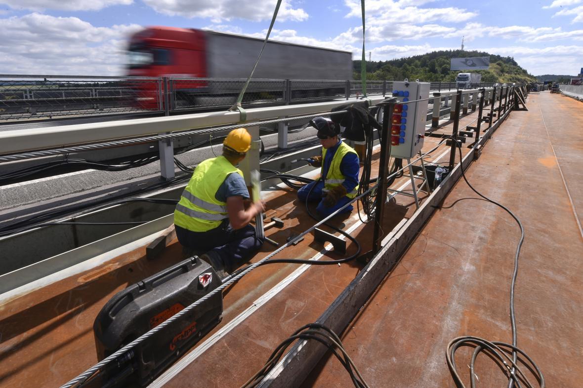 Oprava dálničního mostu nad Velkým Meziříčím