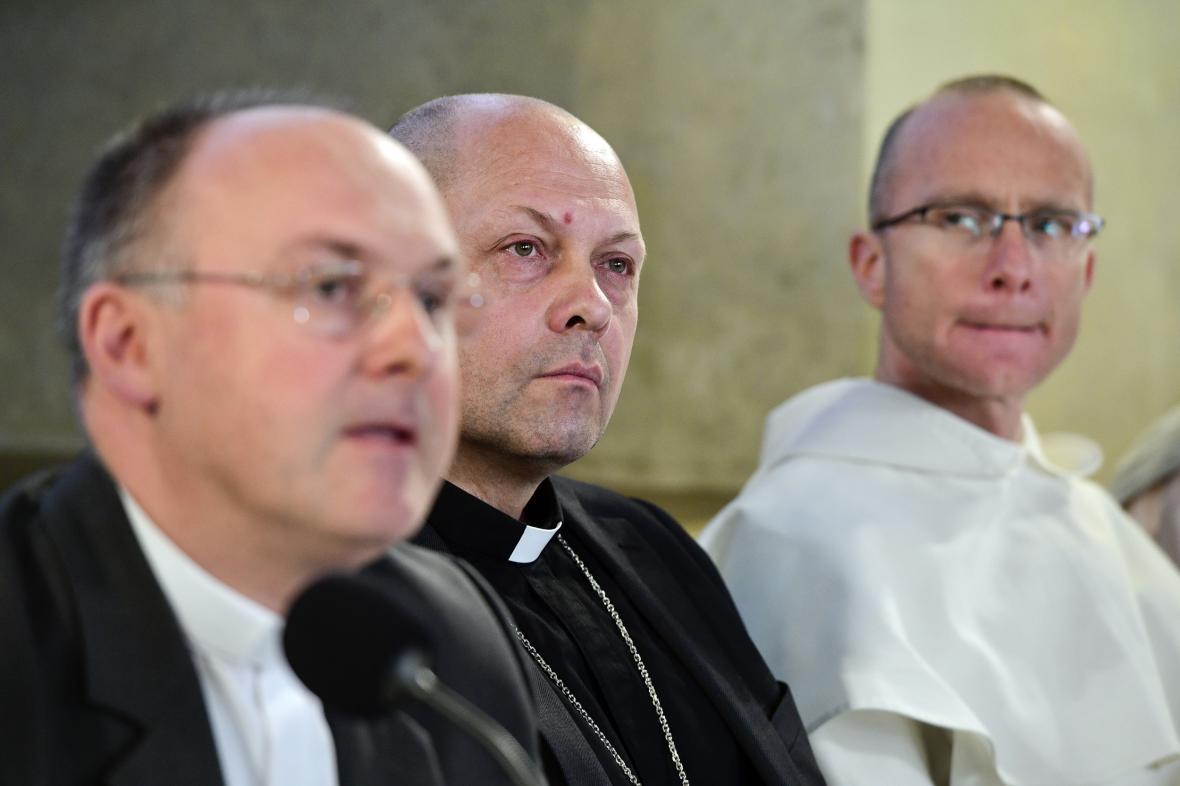 Stanislav Přibyl (generální sekretář ČBK), Zdeněk Wasserbauer, Lukáš Jan Fošum (zleva)