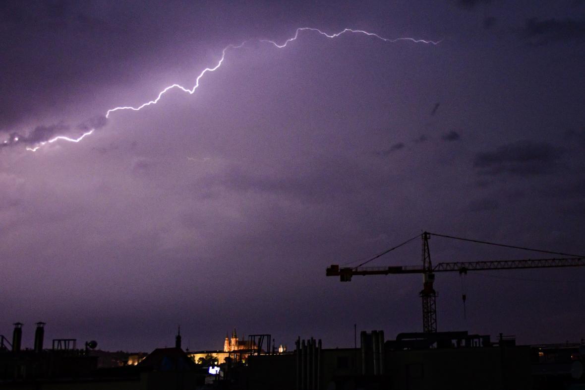 Bouře nad Prahou