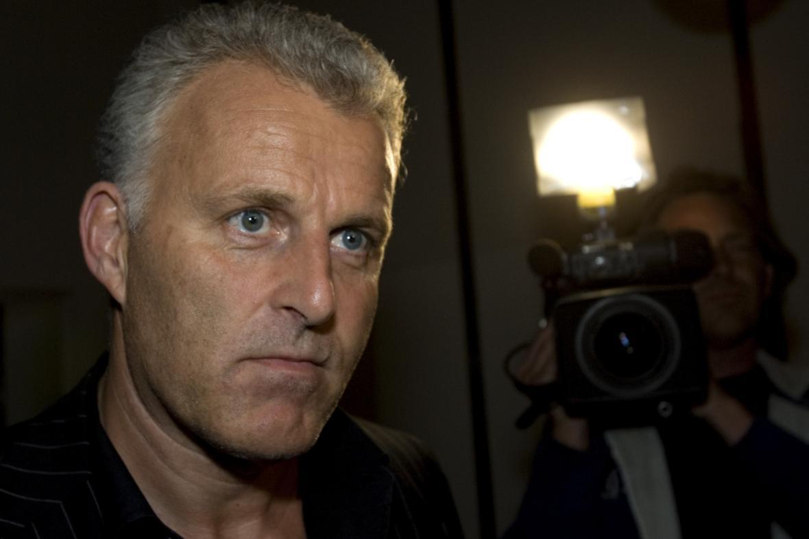 Nizozemský novinář de Vries