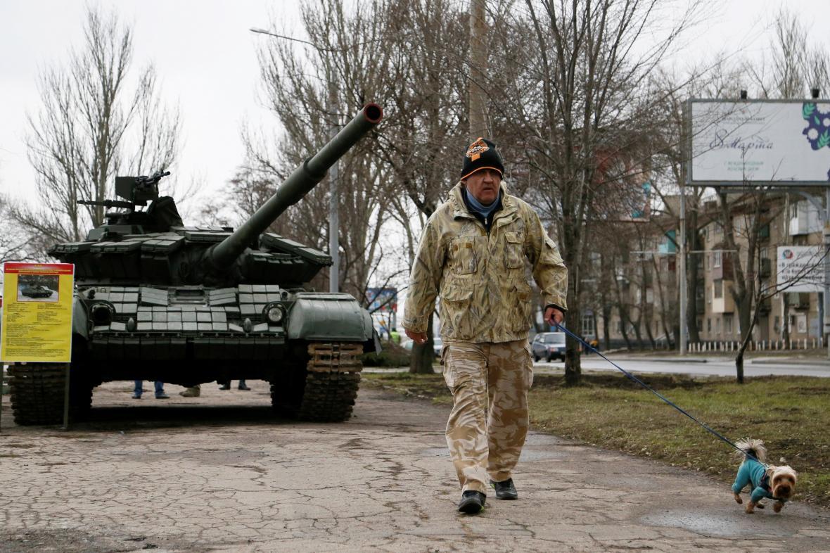 Tank jako součást výstavy Slzy Donbasu v Doněcku