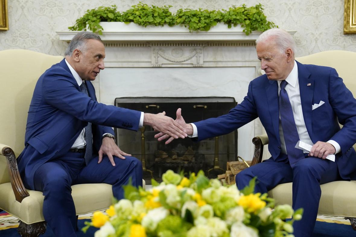 Americký prezident Joe Biden s iráckým premiérem Mustafou Kázimím