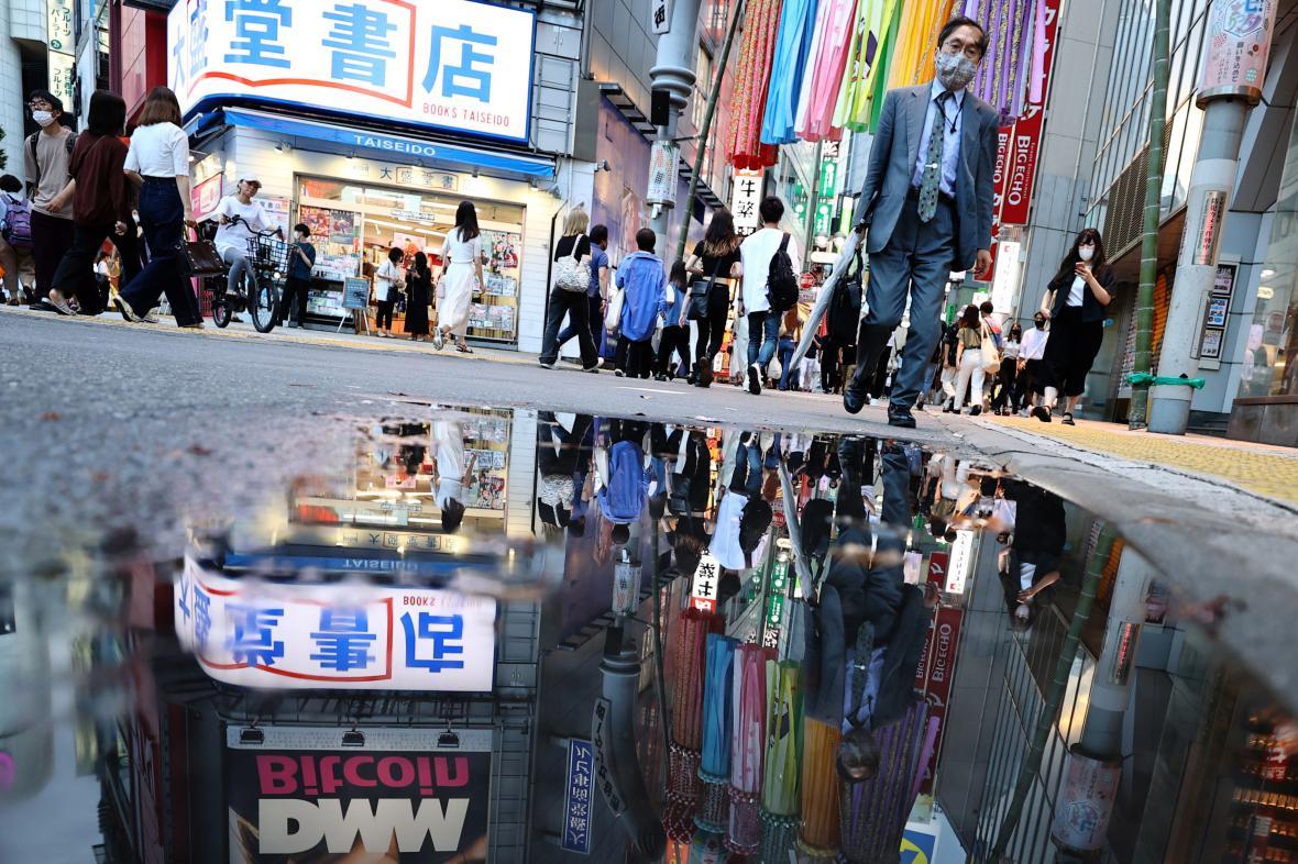 Olympijské Tokio. Zhoršující se epidemie oslabuje pozici premiéra Jošihideho Sugy