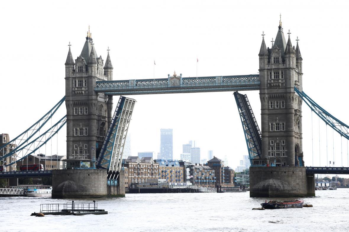 Tower Bridge se zasekl