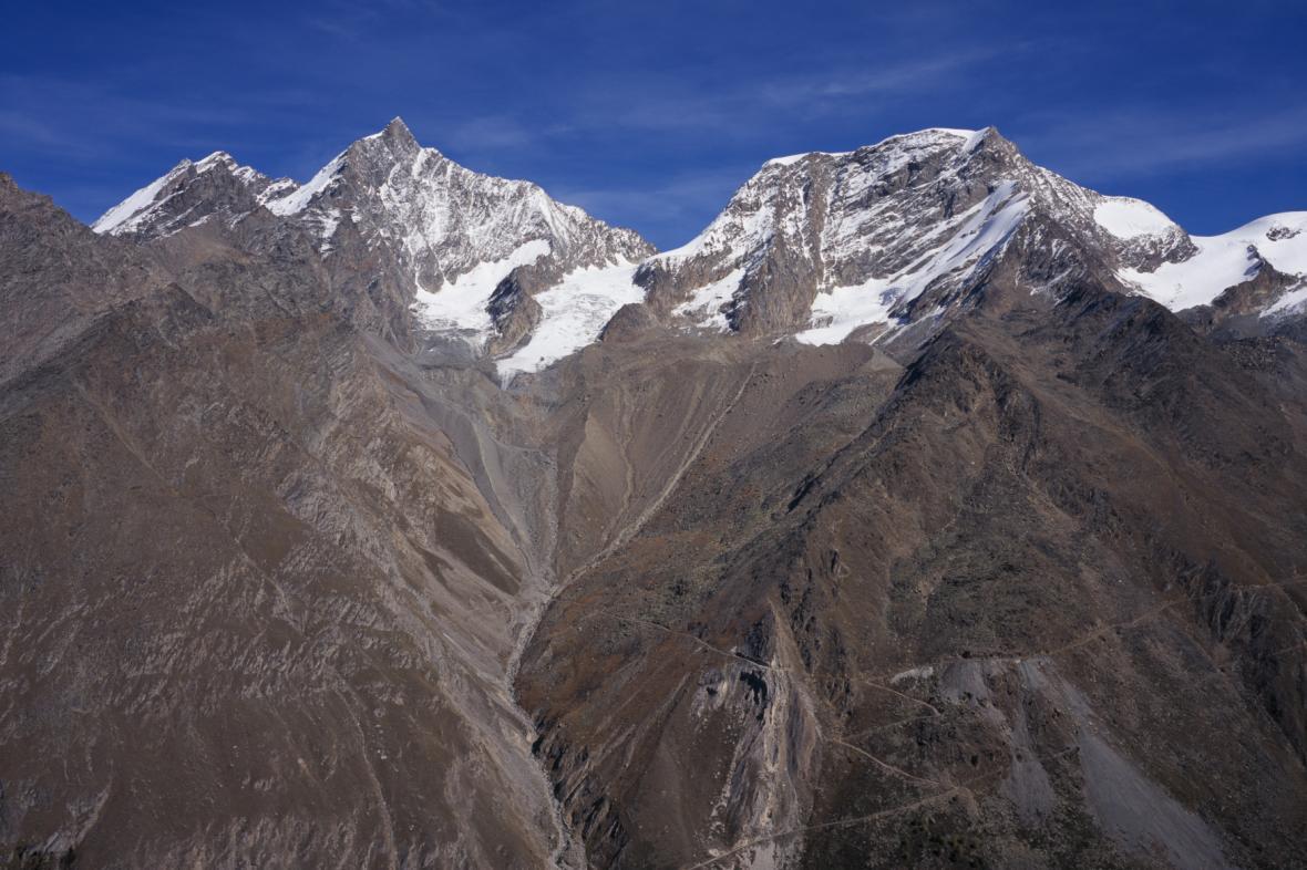 Švýcarské hory s vrcholem Täschhorn