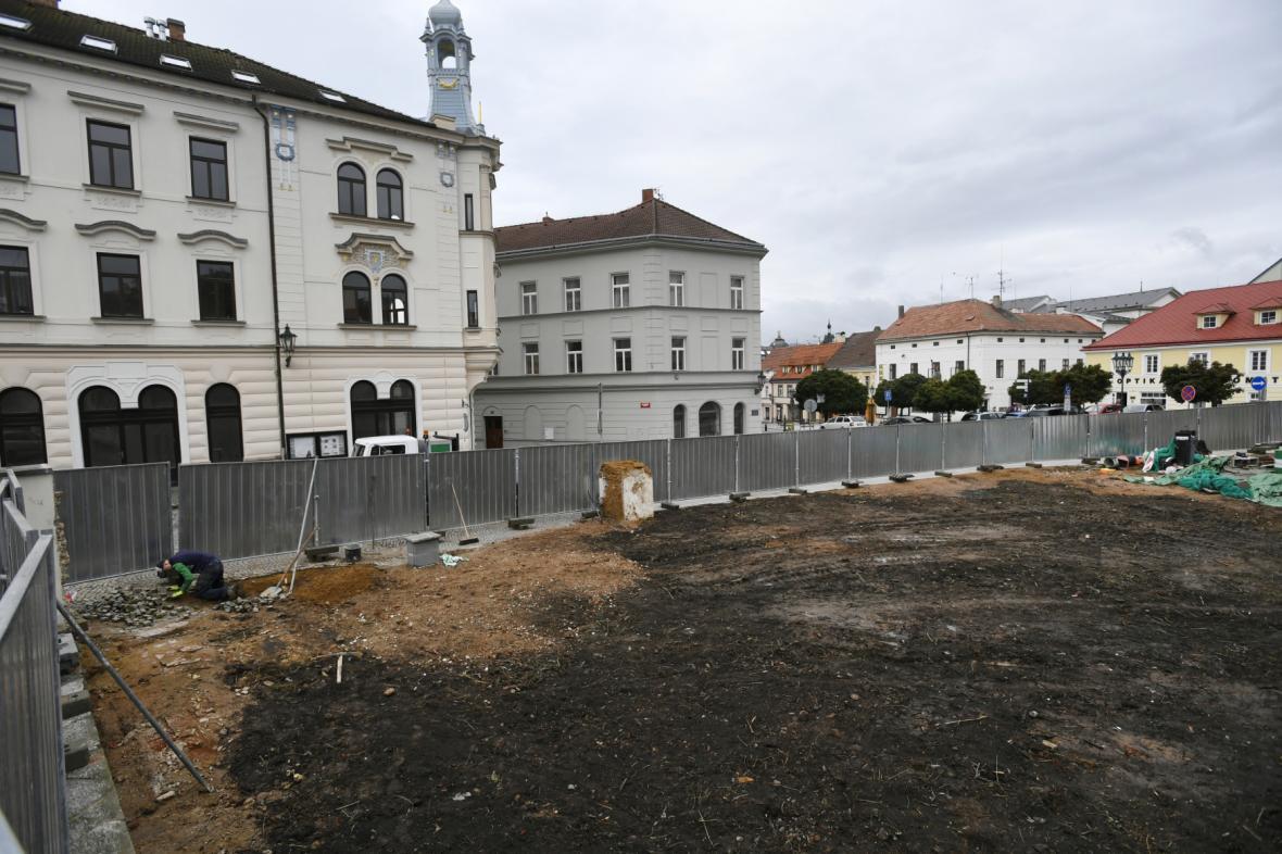 Prostor po zbouraných domech v Příbrami