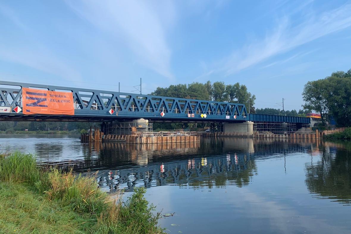 Železniční most přes Labe v Čelákovicích