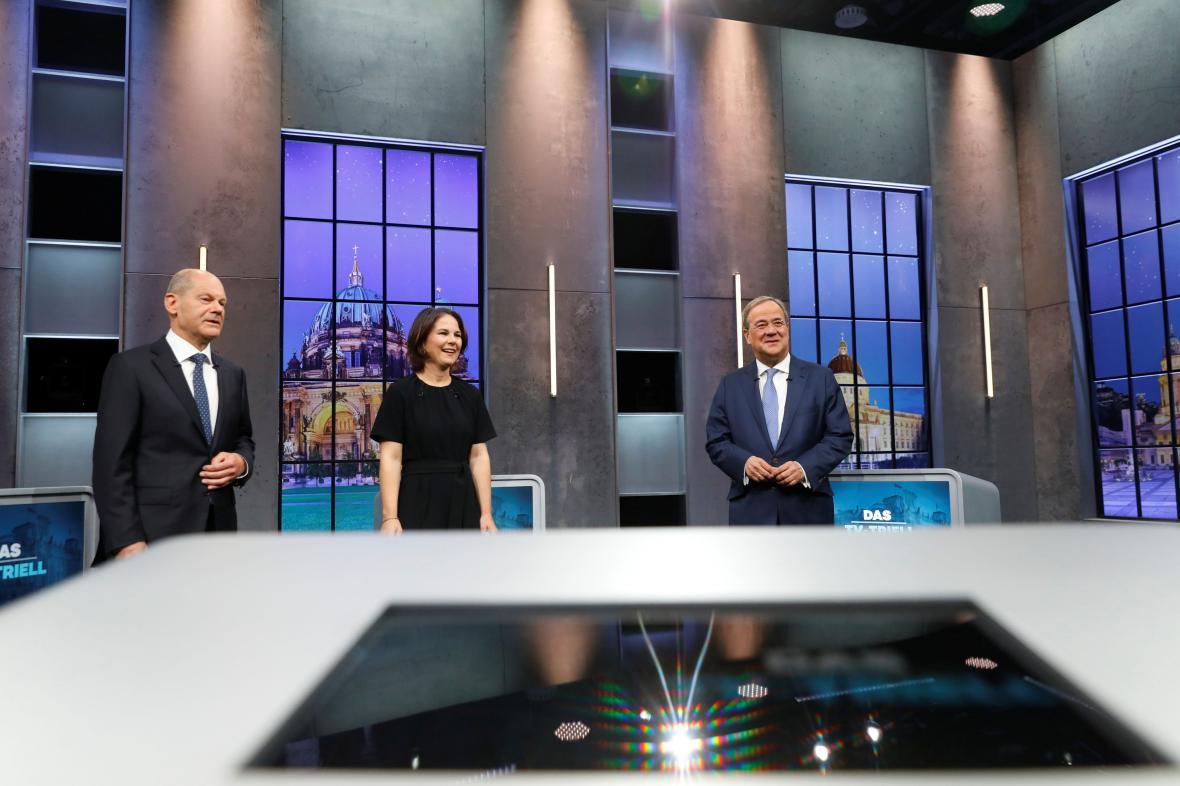 Olaf Scholz, Annalena Baerbocková a Armin Laschet