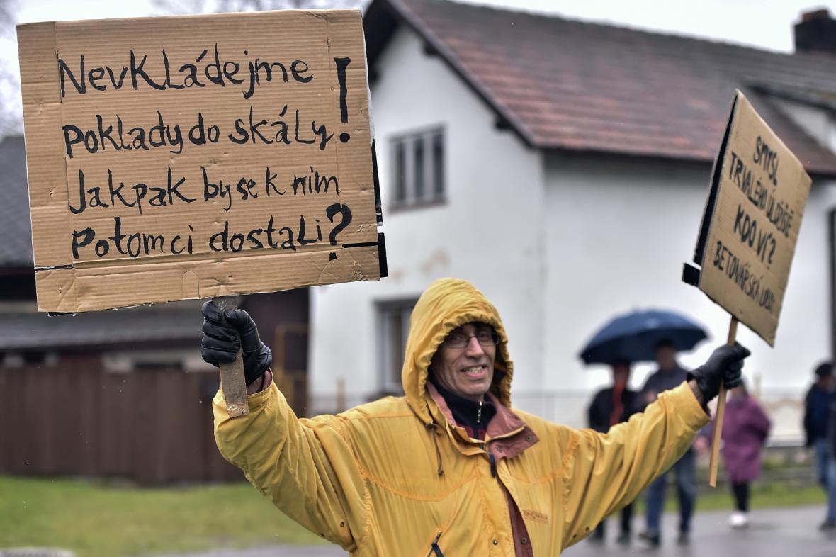 Prostest proti úložišti v lokalitě Hrádek v roce 2017