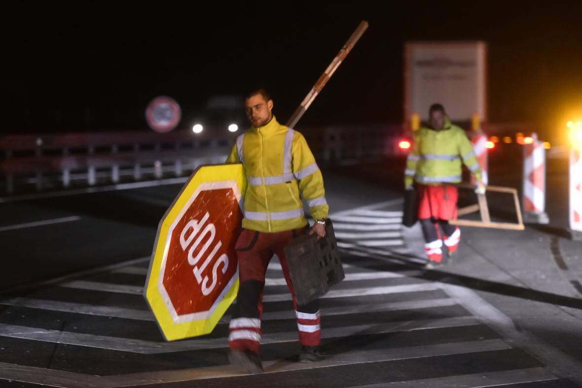 Uklízení dopravních omezení na D1 u Měřína