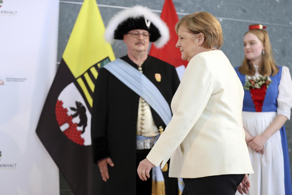 Merkelová při návštěvě v Halle