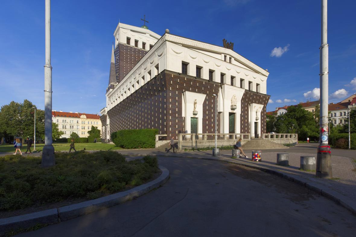 Pražské náměstí Jiřího z Poděbrad