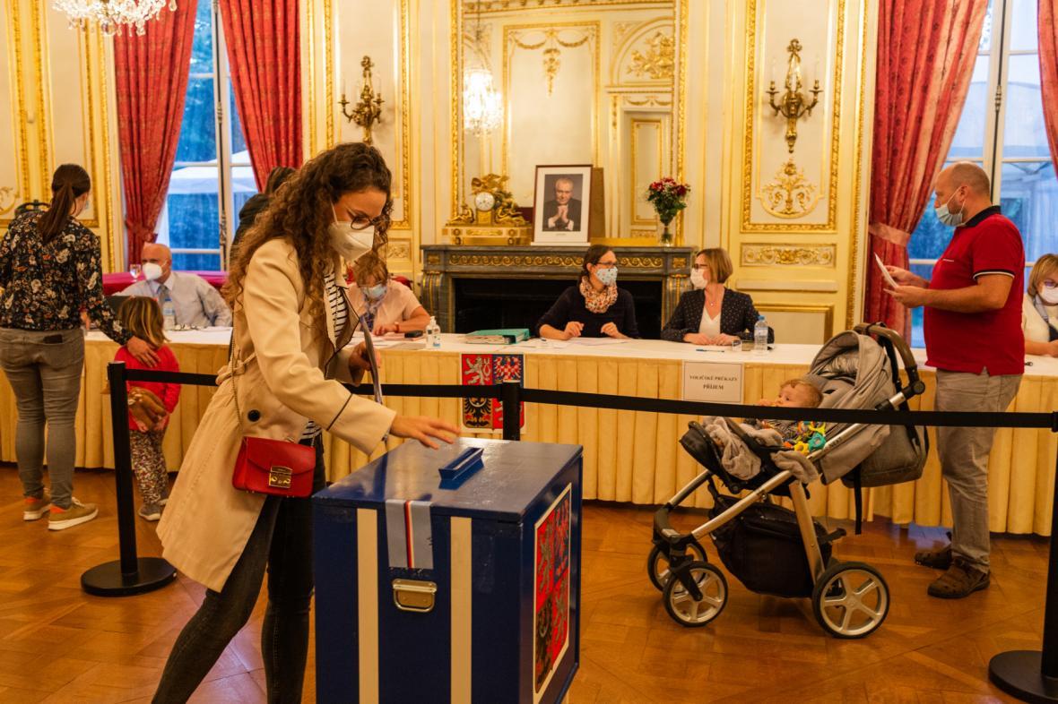 Volby na české ambasádě v Paříži