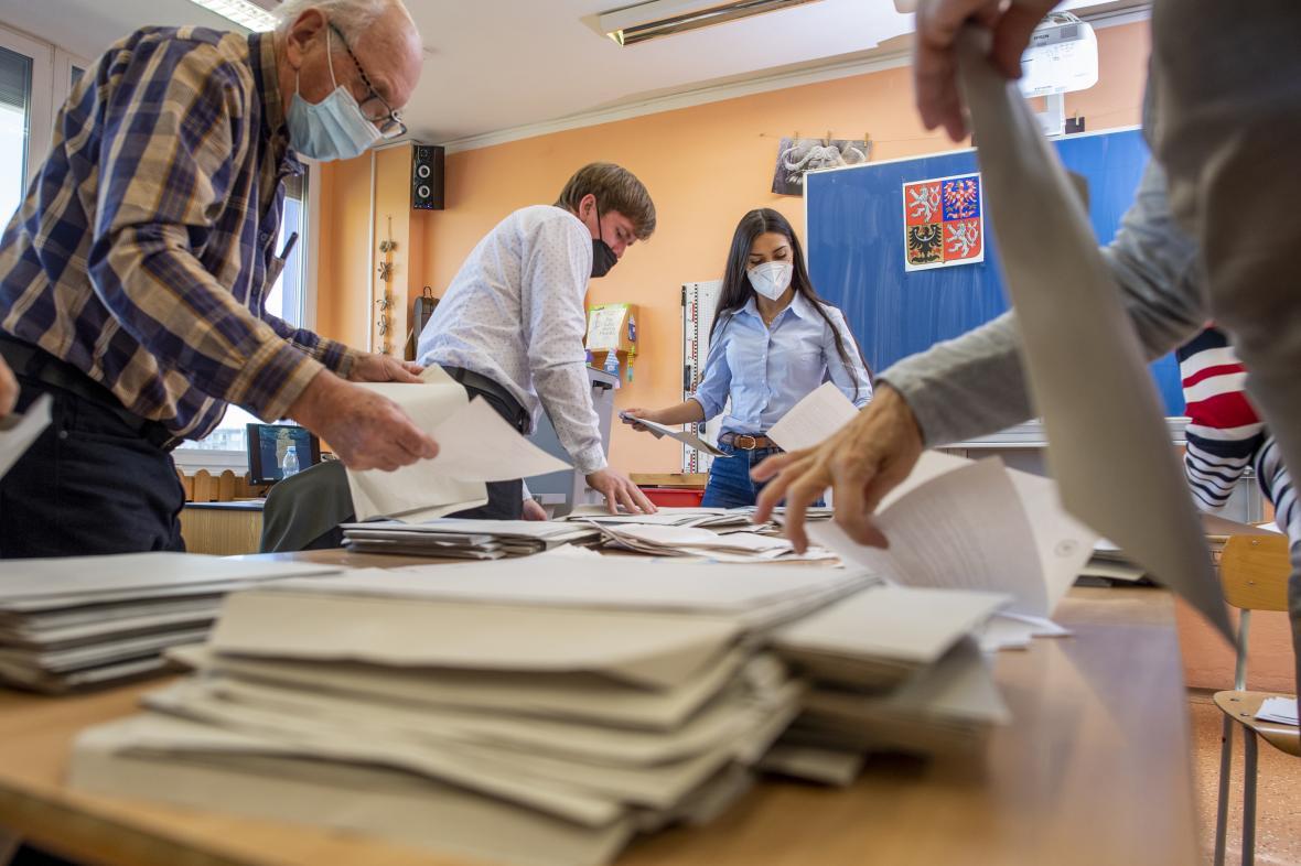 Sčítání hlasů v Hradci Králové
