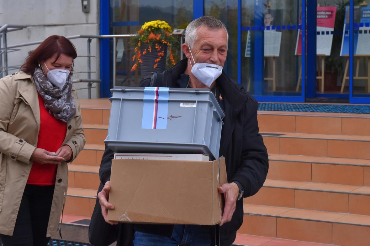 Speciální přenosná urna v Karlových Varech