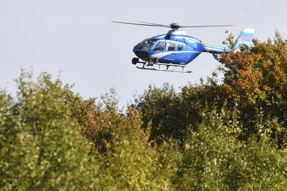 Do pátrání se zapojil i policejní vrtulník