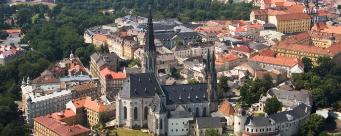 Historické centrum Olomouce obklopuje zeleň