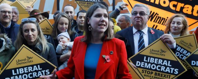 Šéfka Liberálních demokratů Jo Swinsonová během předvolební kampaně