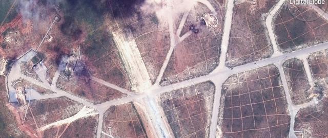 Zničená syrská letecká základna Šajrát