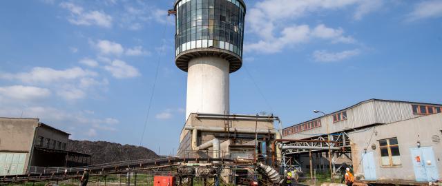 Zasypávání těžební jámy v bývalém černouhelném dolu Paskov