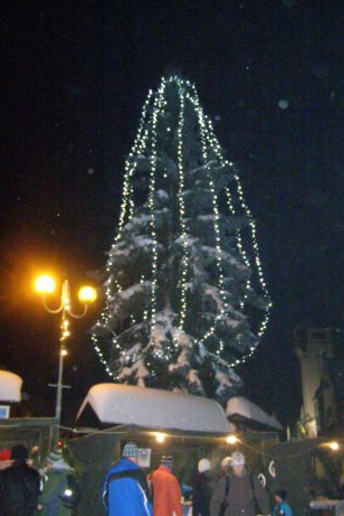 Rozsvícení vánočního stromu v Rokytnici nad Jizerou