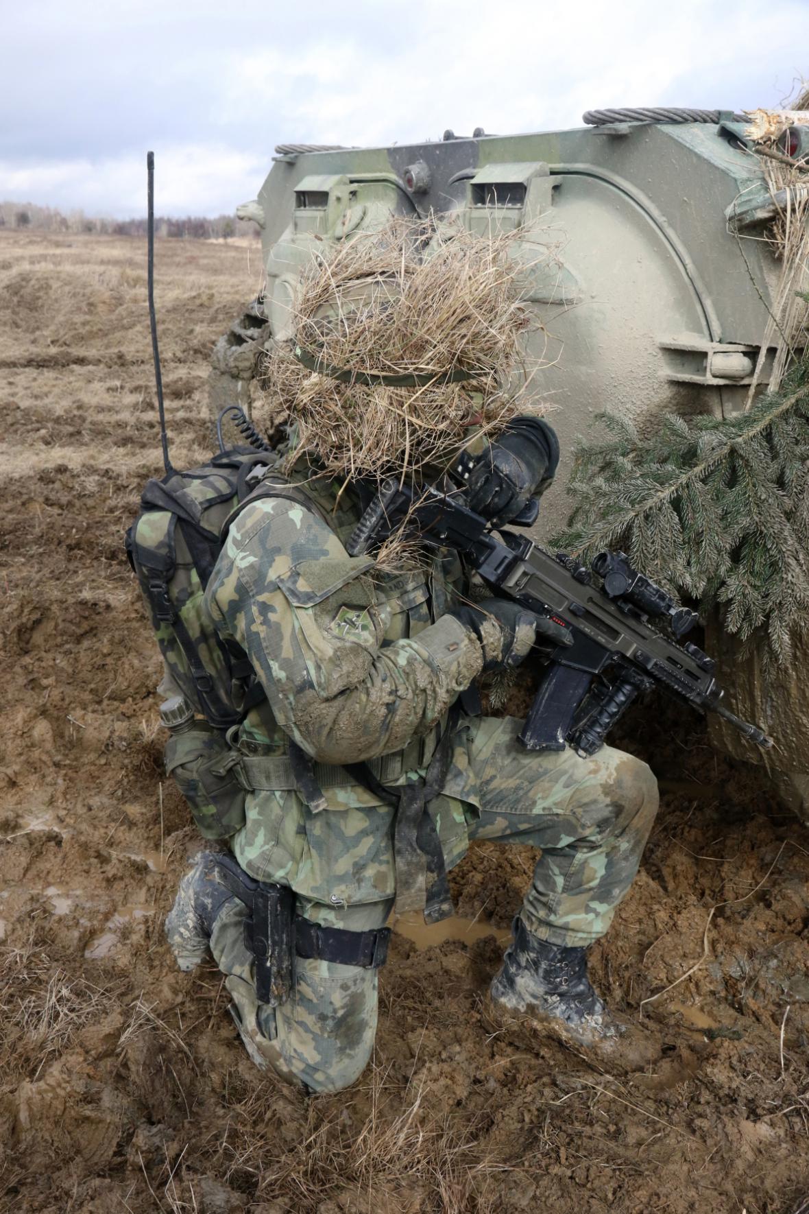 Vojenské cvičení. Ilustrační foto