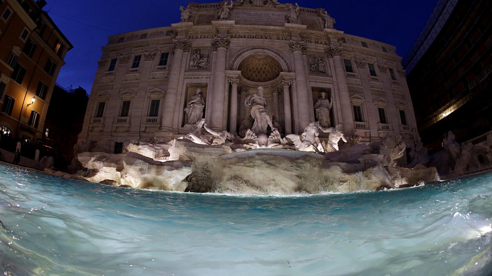 Opravená fontána di Trevi