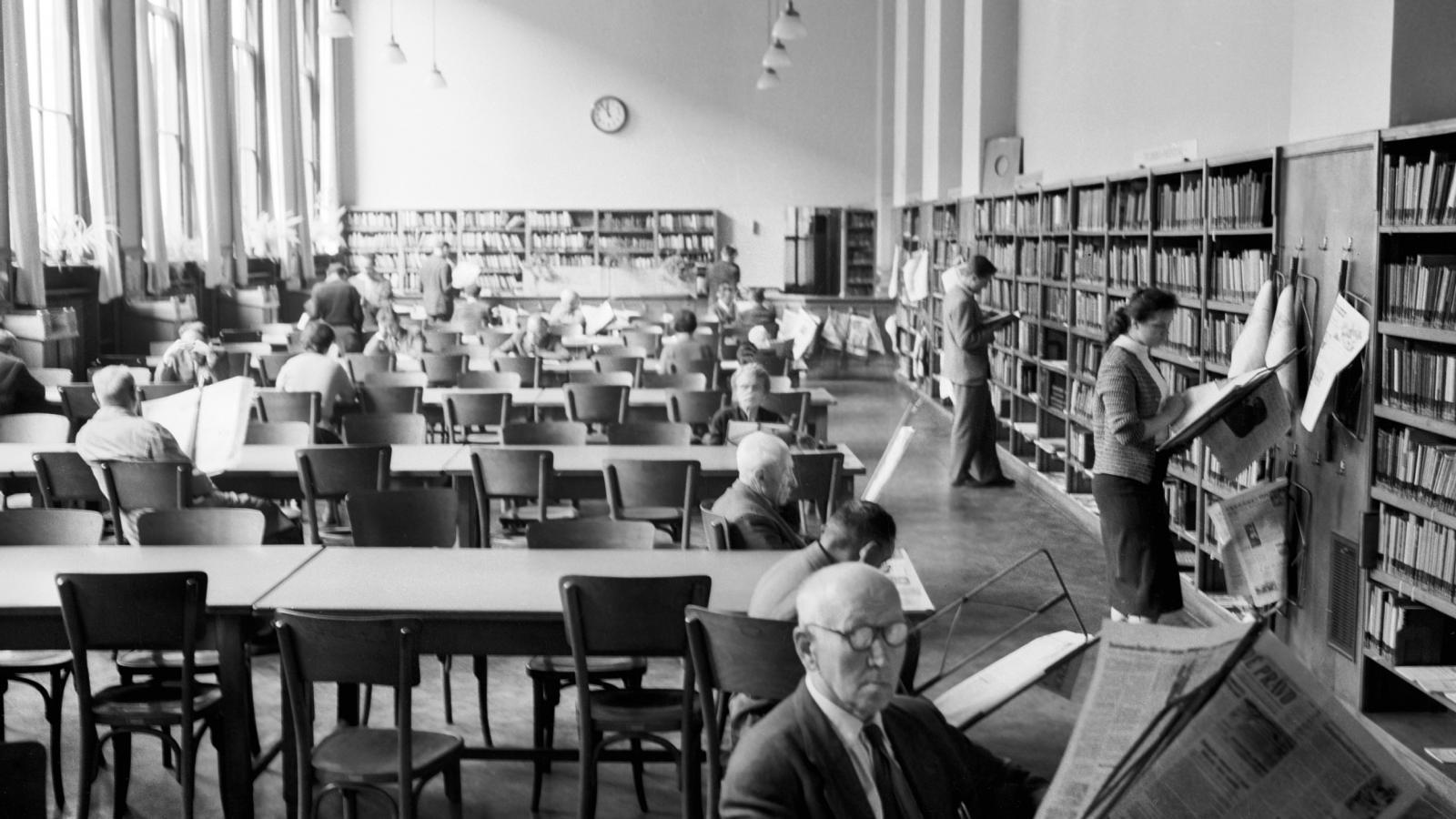 Čítárna Městské knihovny v roce 1959
