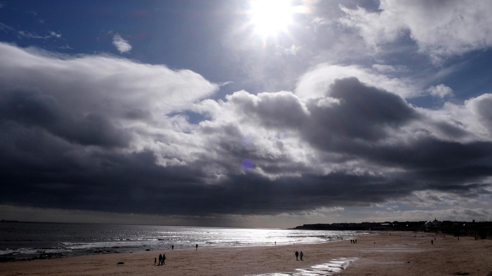 Bouři Katie se blíží k pobřeží Británie