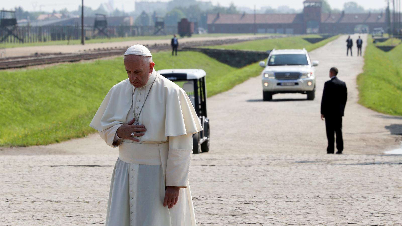 Papež František v Osvětimi