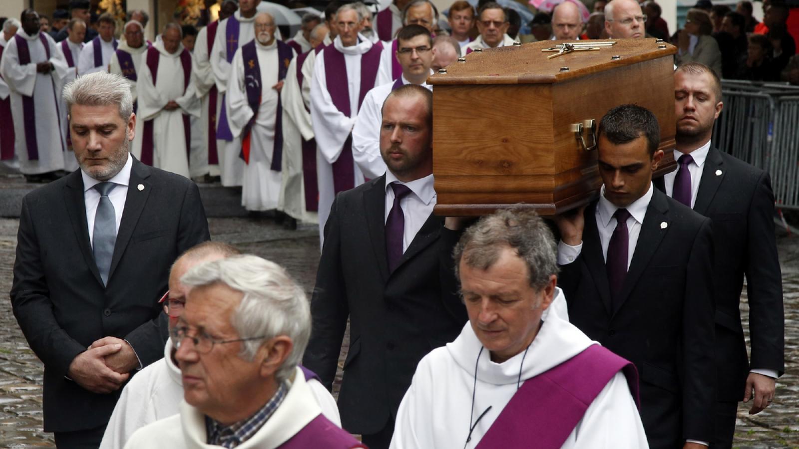 Pohřeb kněze Jacquese Hamela
