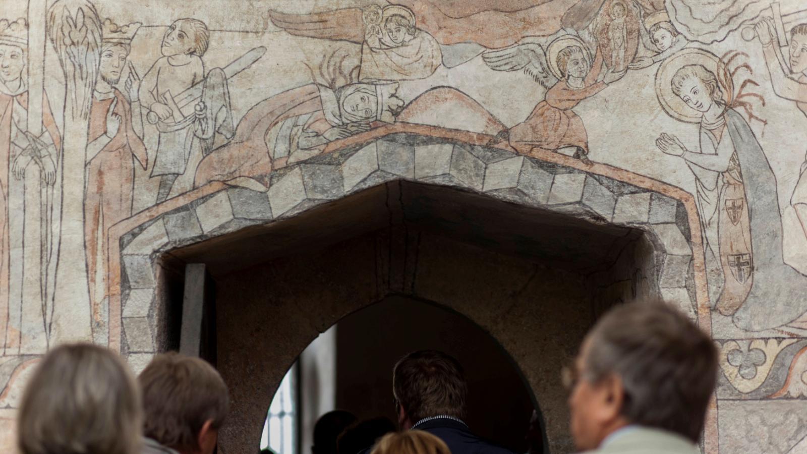 Nástěnné malby na téma svatojiřské legendy