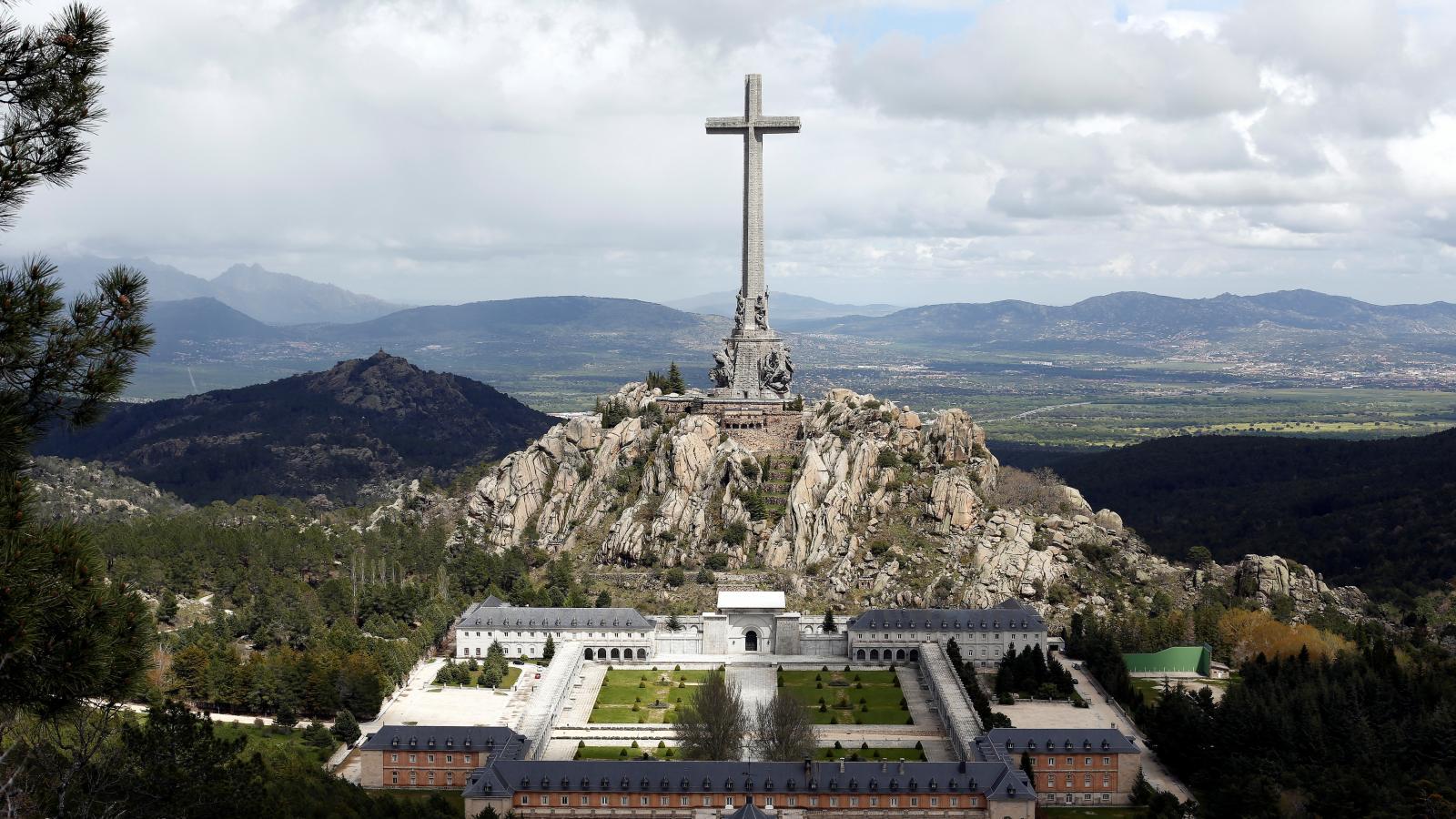 Údolí padlých slouží jako pohřebiště 30 tisíc zemřelých