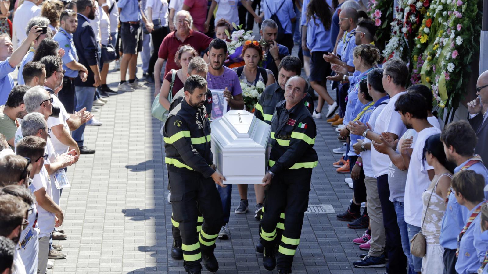 Pohřeb italských obětí
