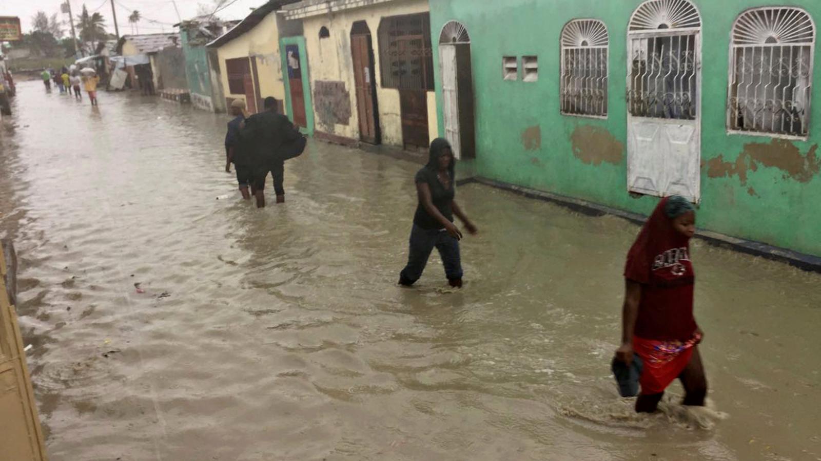 Zatopená ulice v hlavním městě Haiti