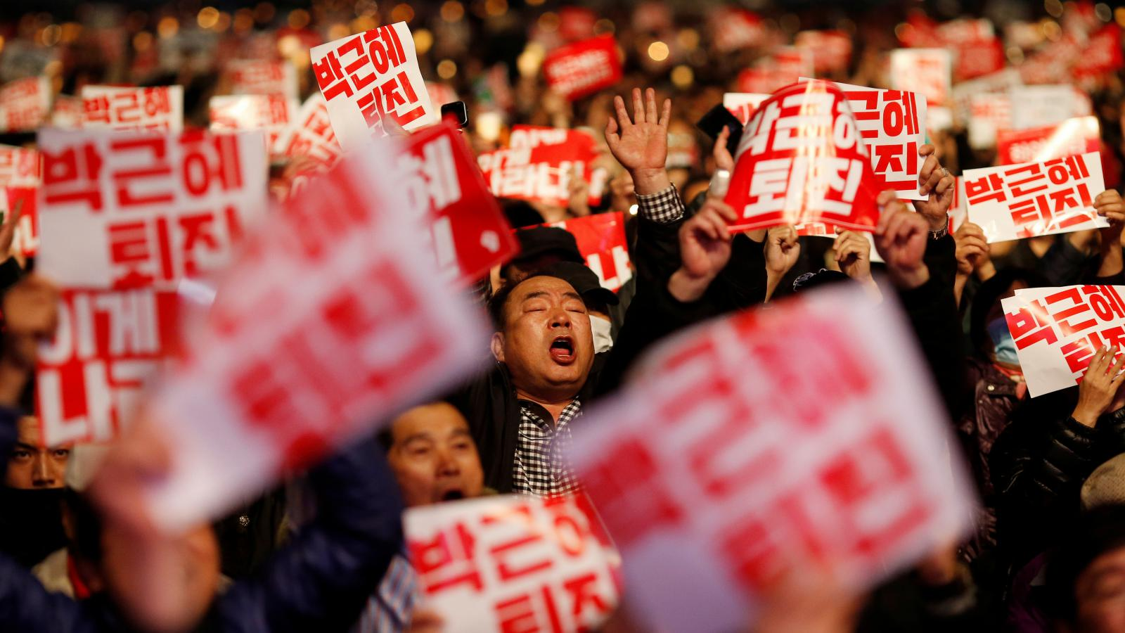 Jihokorejci vyzývají prezidentku k rezignaci