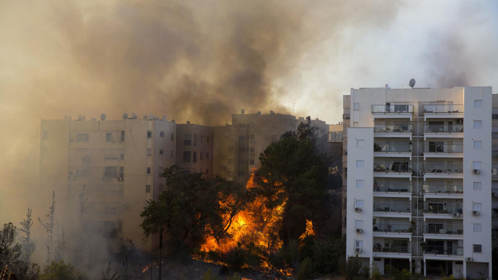 Požár zasáhl obytné čtvrti v Haifě