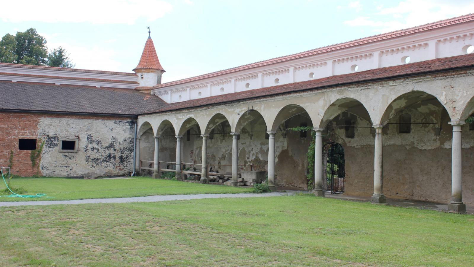 Rekonstrukce zámku Uherčice