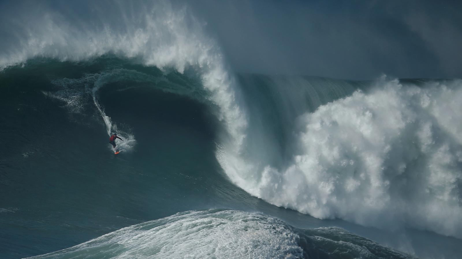 Surfaři v portugalském Nazare