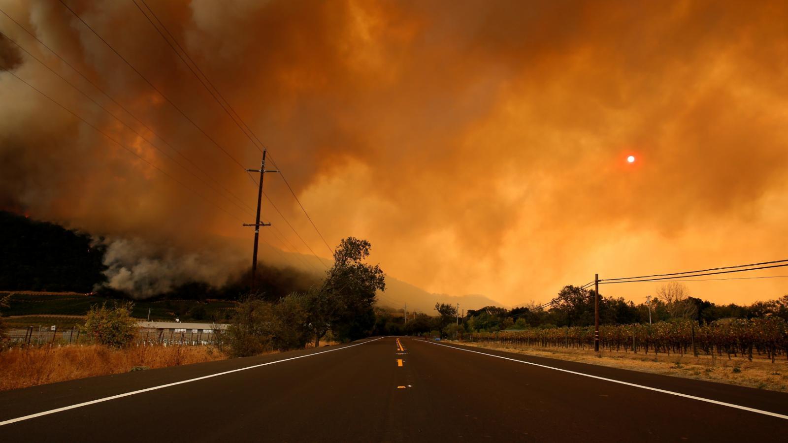 Požáry ohrožují i provoz na silnicích