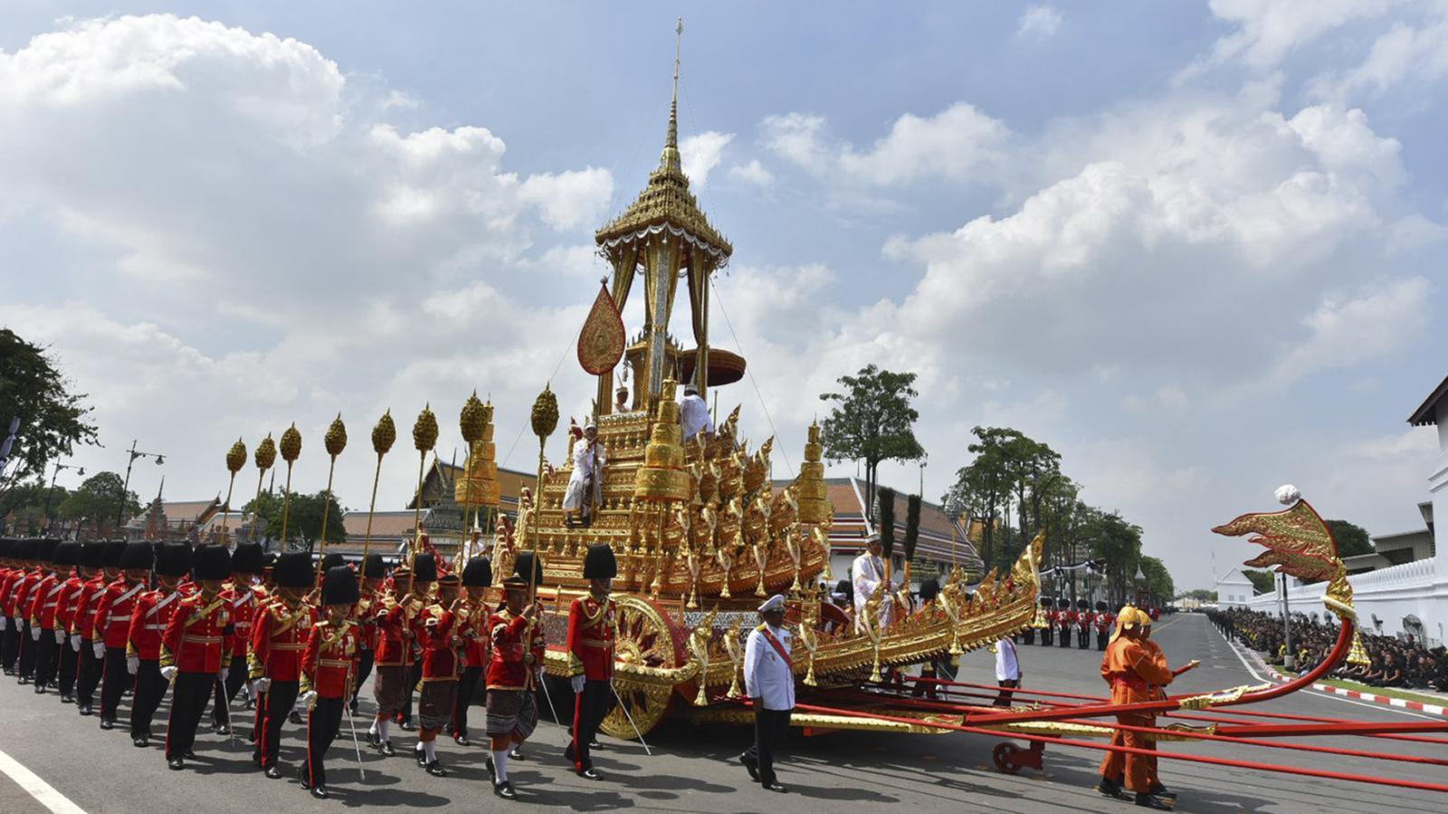 Slavnostní kremace thajského krále