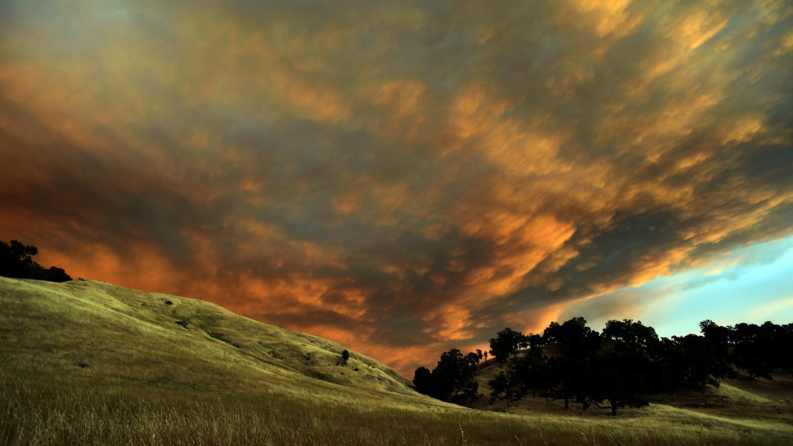 Požár u Clear Lake v Kalifornii
