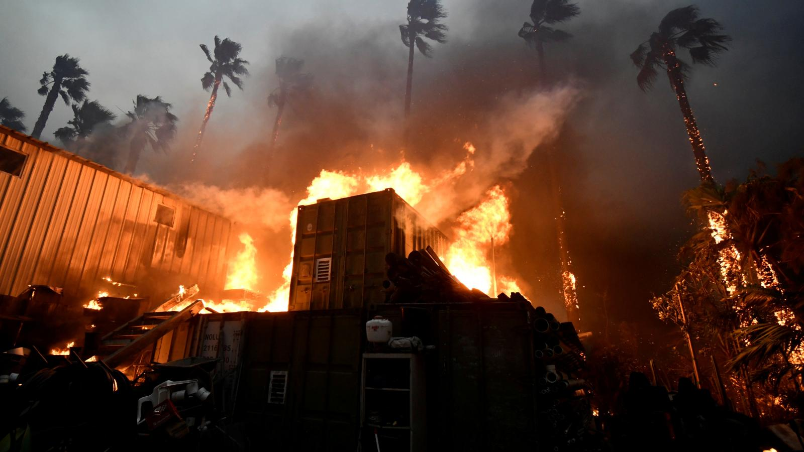 Malibu v plamenech