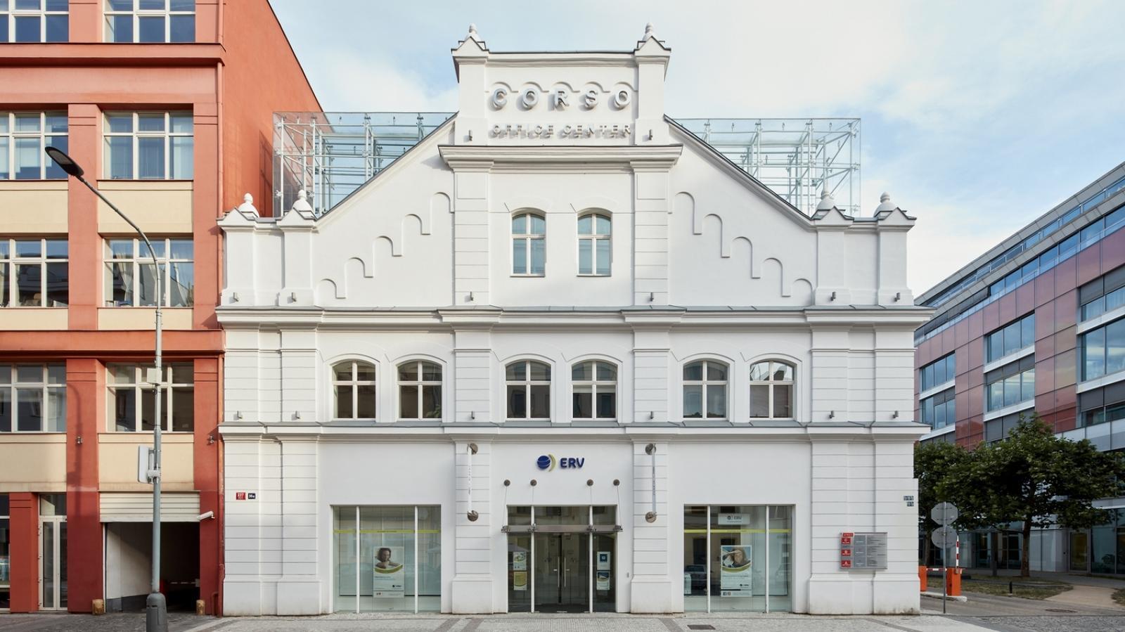 Corso Karlín, administrativní budova vzniklá revitalizací bývalé tovární haly ČKD (autor: Ricardo Bofill Taller de Arquitectura)