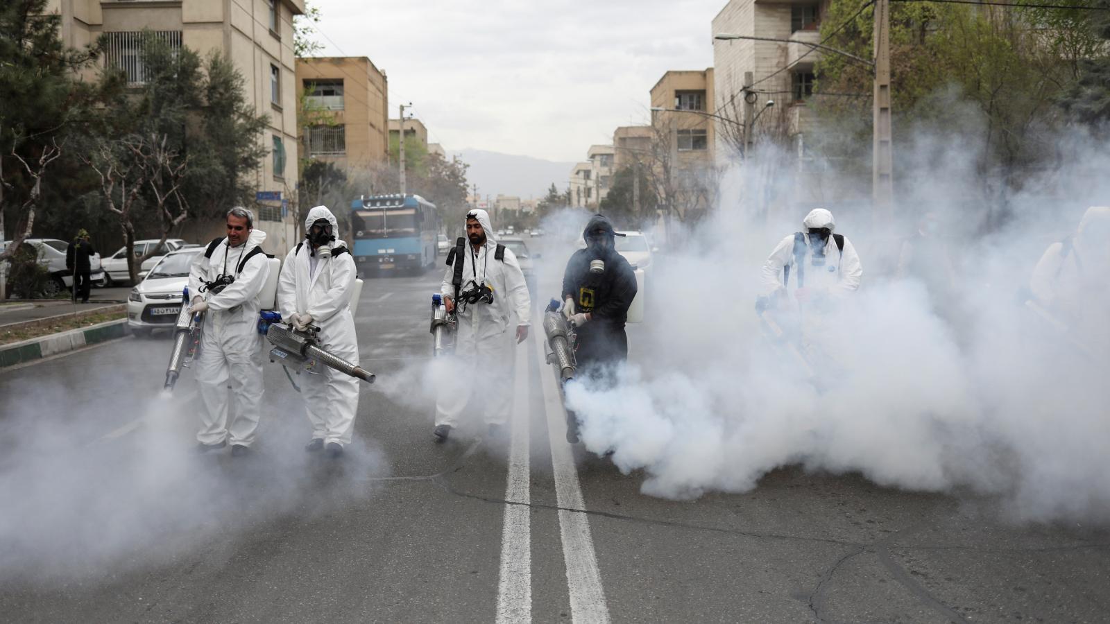 Dezinfekce ulic v íránské metropoli