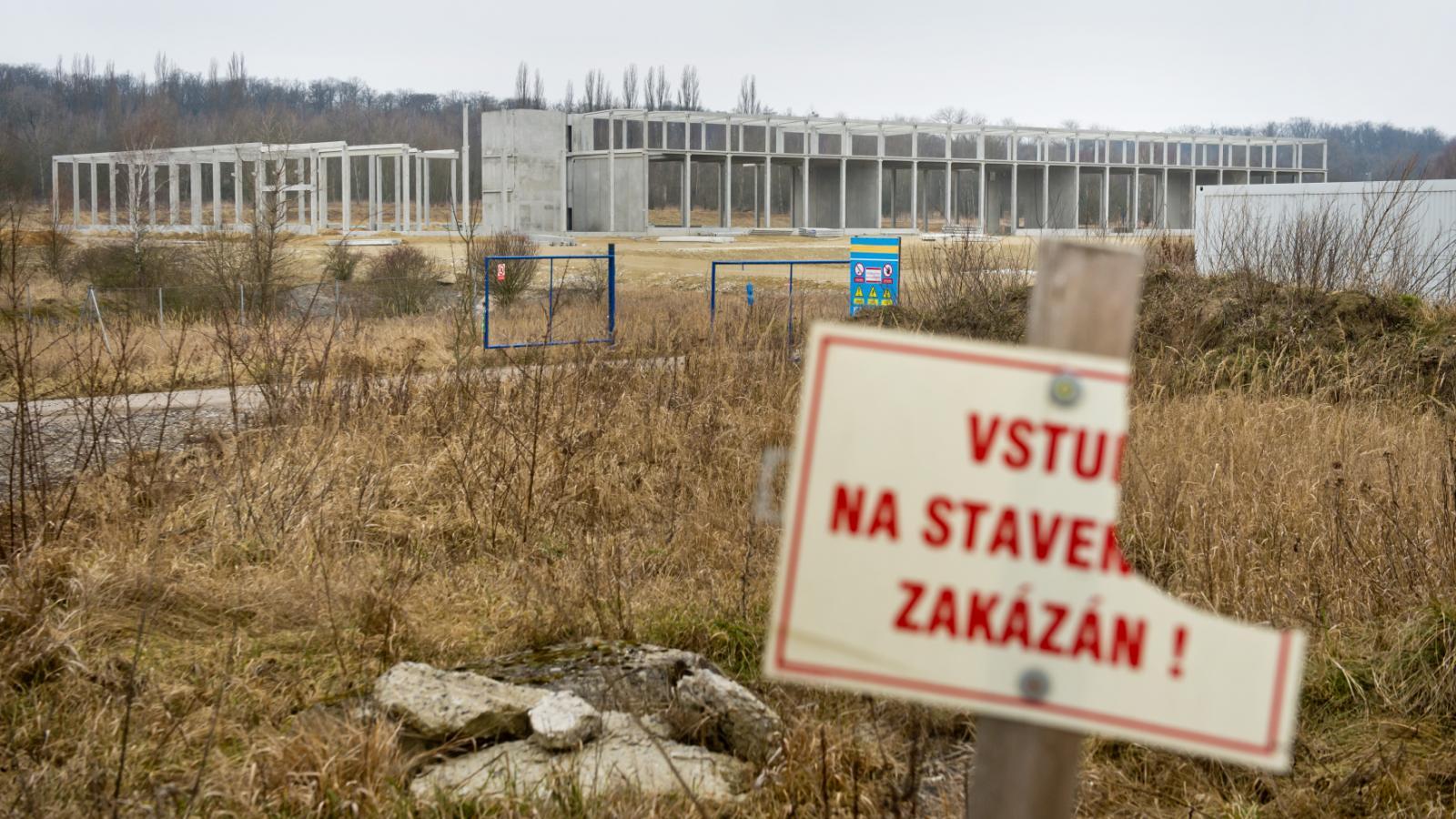 Opuštěná stavba u Milovic